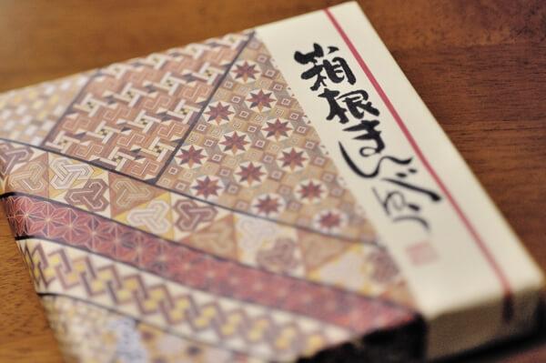 箱根のお土産、寄せ木細工の模様ですね。