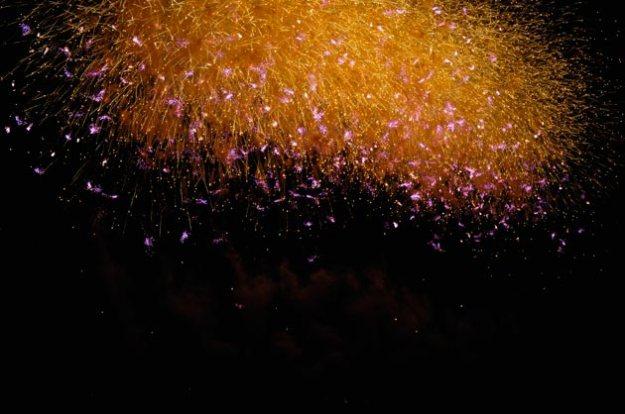 日本画のようなこの花火凄く印象的です。