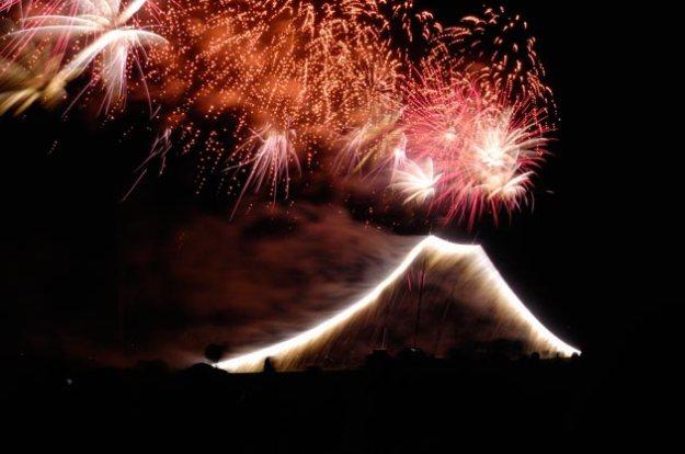 これがメインでしょうか。花火の富士山、初めて見ました。
